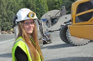 ARVET. Hennes farfar och pappa jobbade i Dannemora gruva. Nu siktar Jenny Stoltz på att arbeta där från nyöppnandet nästa vår. Jenny, som är i dag är långtradarförare, siktar på att köra dumpers.