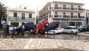 Förödelsen är stor efter regnkaoset på ön Skopelos.