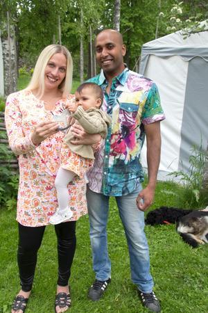 Annika Forsberg och Marcus Lindberg var på firandet vid hembygdsgården Karlberg, där fjolårets nya norbergare fick varsin Norbergshäst. Med var även mottagaren, Freja, 1 år.