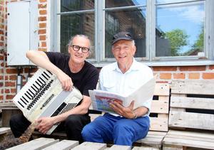 Sven Fredriksson och Robert Sjöblom laddar upp inför sommarens turné med Björköbjörnen.