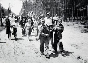 Mottagandet var hjärtligt när Rolf Levin och de andra svenskarna kom fram till lägret i Spacva.