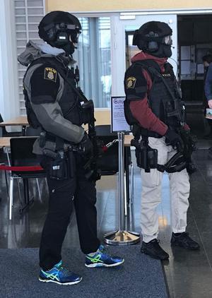 Polisen är närvarande i Mittuniversitetets lokaler.