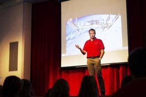 Fuglesang berättade för eleverna om känslan att bli uppskjuten till rymden.