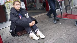Miroslava Georgieva Angelova hade aldrig tidigare varit med om att någon antastade henne i Köping sedan hon kom hit i april.
