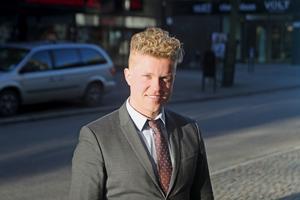 Calle Juhlin, ordförande i Tillberga bandy, upplever trots att att Tillberga mår bättre och bättre som klubb även om han tror att det tar ett tag innan alla bitar riktigt fallit på plats.