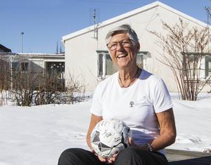 Nyligen gick Lena Wallgren i pension och blev samtidigt omvald till ordförande i Medelpads fotbollsförbund.