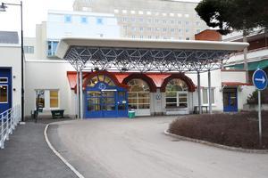 Akuten både i Falun, Mora och Avesta har ansträngt läge och patienter uppmanas att i första hand söka sig till primärvården.