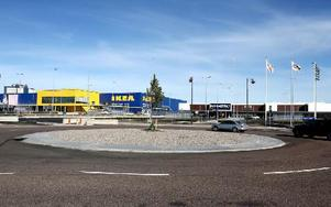 Handlarrondellen – korsningen mellan Ikea och Vattenhuset inne i handelsområdet Norra Backa. Foto: Johnny Fredborg