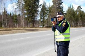 Ulf Wedin, polis i Funäsdalen, är inte positiv till att man tar bort polisstationen i Hede.   Foto: Carin Selldén