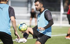 Jiloan Hamad fanns inte med på ÖSK-träningen under söndagen och, enligt NA-sportens uppgifter, kan han vara på väg att göra klart med en utländsk klubb.