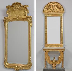 Till vänster: Utrop 4. Spegel, rokoko, 1700-talets mitt. Utropspris 5000 kronor.                                   Till höger: Utrop 13. Spegel med konsolbord, Karl Johan, 1820-tal. Utropspris 20 000 kronor.   Foto: Effecta