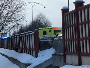 Två personbilar var inblandade i olyckan som har inträffat på E16/riksväg 70 i Borlänge. Ambulans larmades till platsen.
