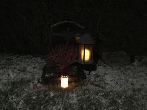 Stämningsfullt vid Ramsjö kyrkogård. Foto: Astrid Lindblom Amré