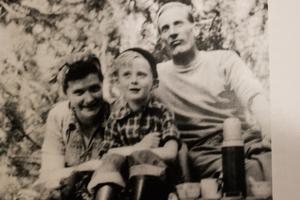 Familjen Johansson på sommarnöje, Maja, hans och pappa Sven. Foto: Privat