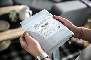 Paketen från Kina kommer separat förpackade. Det billiga portot lever kvar från det att Kina räknades som ett utvecklingsland.