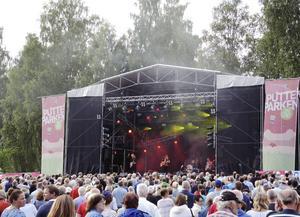 Förra årets festival på tre dagar drog 27 000 besökare. I år pågår den från fredag eftermiddag till lördag natt intill hembygdsgårdarna.