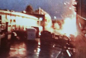 En övervakningskamera vid ett företag på Holmen  fångade explosionen. Bild från polisens förundersökning.