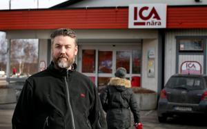 Det är inte första gången Stora Mellösas Ica-handlare Stefan Lagerberg drar igång välgörenhetsprojekt. Den här gången handlar det om stöd till de boende på Örebro kvinnohus.