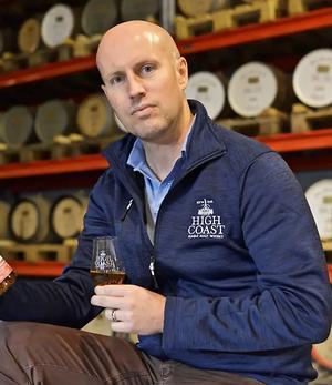Nya vd Henrik Persson har sedan dryft ett år tillbaka arbetat som sälj- och marknadschef på High coast whisky.