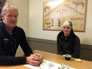 Mats Stövling och klubbens ridinstruktör Jessica Johansson är bekymrade över situationen på ridhuset.