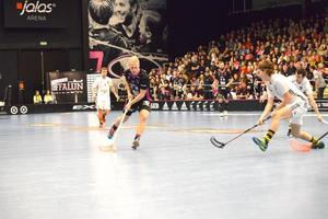 Casper Backby driver upp tempot i IBF Faluns hemmamatch mot AIK.