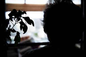 Många äldre har tvingats pausa sina möten under pandemin, skriver Katarina Hansson, kommunstyrelsens ordförande i Kumla kommun (S).
