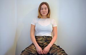 Sanna Sjödén har svårt att välja mellan om hon vill satsa på musiken eller idrotten.