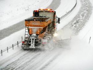 Att trafiken ska ta sig fram är främsta anledningen till att vägar saltas.