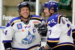 De ständiga vapendragarna Christer Gustavsson och Anders Svedlund har betytt mer för IFK Arboga än de flesta. Även vid sena comebacker har de hållit hög  klass.
