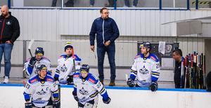 Mikael Österblom är självkritisk efter nya förlusten. IFK Arboga är på väg ur Hockeyettan.