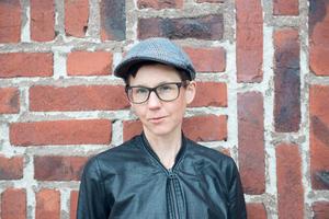 Stina Oscarsson. Pressbild Leopard förlag