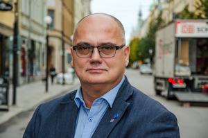 Timrås oppositionsråd Tony Andersson (M) tycker inte att det är en helt sansad debatt om flygens påverkan på klimatet i Sverige.