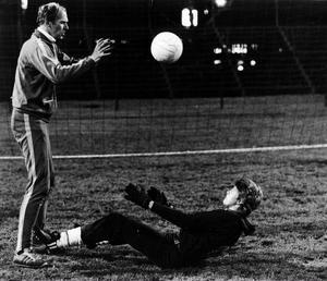 Bollträning. Leidinge drillas av sin mentor Lennart Gäfvert under tiden i GIF Sundsvall.