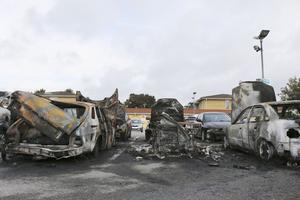 Bilar har bränts upp på Bäckby i Västerås.