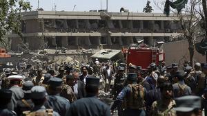 Den sista maj sprängdes en bomb utanför den tyska ambassaden i Kabul. Nästan hundra människor dödades.