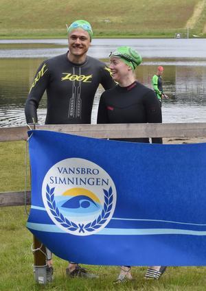 Christian Melin Jonsson och Lisa Selander inför starten av den 3km långa simturen.