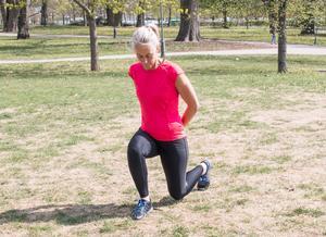 Utfallssteg tränar ben, rumpa, bål och balansen.