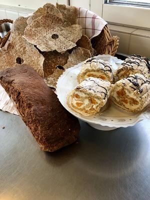 Ett mjukt bröd, ett hårt och lite sött! Helgen är räddad. Foto: Restaurangskolan