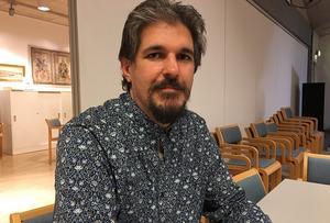 Daniel Nyström (S) är starkt kritisk till att oppositionen  hålls utanför en stor del av de politiska diskussionerna.