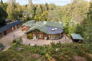 Foto: Tomas Arvidsson/ Bostadsfotograferna. Huset som Monica Forsberg nu säljer har hennes pappa byggt på 70-talet.