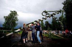 På midsommarafton arrangeras sedvanligt firande vid Skenshyttans bygdegård. (Arkivbild)