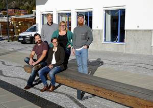 Konsultbolaget Bricon har flyttat in på Norra kajen. Här är gänget bakom satsningen. Stående från vänster: Magnus Åkerlind, Sofie Lundman, Robin Eriksson.  Sitter gör Andreas Häggkvist och Marie Thelberg.