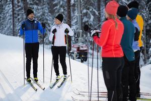 Under fyra intensiva dagar spelades Anna och Johans skidskola in på Södra berget. Foto: SVT / Bodesand & co