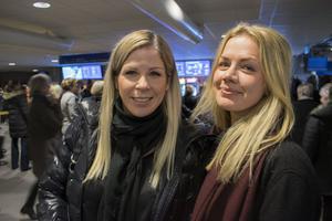 """Madelene Ryttare och Maria Liss från Västerdalarna. """"Det ska bli spännande och intressant. Jag vet inte riktigt vad som väntar"""", konstaterade Madelene innan showen drog igång."""