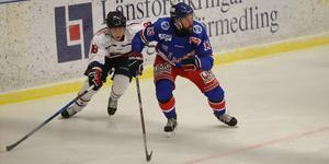 När Rimbo drabbades av manfall fick huvudtränare Mattias Lundblad kliva in på isen igen.