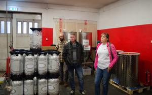 Pelle Hoffman, Sälens Fjällbryggeri, och Tommy Malmström och Nina Tallberg, från Beer Factory i Leksand, hade åkt till Söderbärke för att driva frågan om sänkt skatt för små bryggerier.