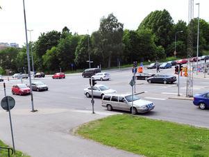 Birkakorset är en av Södertäljes allra hårdast trafikerade korsningar.