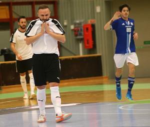 Denis Gerzic reducerade till 7–5 med lite mer än fem minuter kvar av matchen mot Nacka, men närmare än så kom inte ÖSK Futsal som i stället släppte in två mål till och förlorade med 9–5.