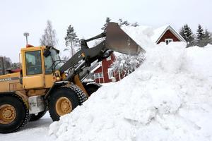 Trafikverket får i uppdrag av regeringen att utvärdera vinterns snöröjning på de statliga vägarna samt järnvägarna. Bilden är tagen i Falun under den gångna vintern.