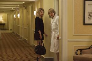 Izzy (Imogen Poots) säljer sex till regissören Arnold (Owen Wilson) och sedan startar förvecklingarna i